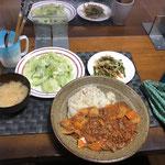 9月29日水曜日、Ohana夕食「ハッシュドビーフ、ピーマンともやしと人参のきんぴら、サラダ(レタス、きゅうり、アスパラ)、みそ汁」