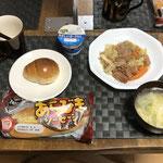 9月3日金曜日、Ohana朝食「スパム入り野菜炒め、たまごスープ、バターロール、ウインパーパン、ヨーグルト」