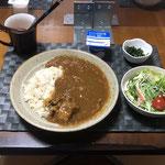 3月4日木曜日、Ohana夕食「カレーライス、水菜とハムとカニカマのマヨじょうゆサラダ、プチトマト、サニーレタス、ほうれん草の胡麻和え、ヨーグルト」