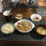 10月25月日曜日、Ohana夕食「野菜炒め煮(キャベツ、ピーマン、キャベツ、玉ねぎ、ねぎ、人参、もやし)、みそ汁(白菜、ねぎ、油揚げ)、切り干し大根ツナときゅうりの酢の物、プリン」