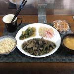 7月18日日曜日、Ohana夕食「ナスミソ炒め(豚肉とピーマン入り)、漬け物(きゅうり)、もやしとハムのカンタン酢漬け、みそ汁(とうふ、玉ねぎ)、ワッフル」