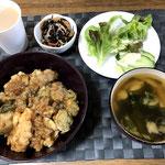 2月23日日曜日、Ohana朝食「天丼、ひじき煮、サラダ(サニーレタス、きゅうり)、マミー」