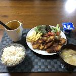 2月23日日曜日、Ohana夕食「ササミチーズ揚げ、フライドポエテト、生野菜(サニーレタス、プチトマト)、みそ汁(白菜、ねぎ、油揚げ)、ヨーグルト」
