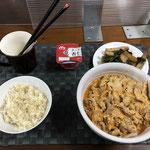 8月28日土曜日、Ohana夕食「豚キムチうどん、小松菜とさつま揚げの炒め煮、ごはん、杏仁豆腐」