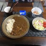 1月24日日曜日、Ohana夕食「カレーライス、サラダ(キャベツ、ハム、ソーセージ、カニカマ、パイン、プチトマト)、もやしときゅうりとハムのナムル、ヨーグルト」