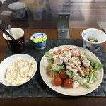 6月6日日曜日、Ohana夕食「水菜と豚しゃぶのせパリパリ麺のサラダ、ほうれん草となめ茸和え、ヨーグルト」