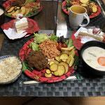 12月24日木曜日、Ohana夕食「フライドチキン、フライドポエテト、さつま芋チップス、サニーレタス、スパサラ(ナポリタン味)、プチトマト、ミルク煮(白菜、人参、舞茸、玉ねぎ、ベーコン)ショートケーキ、シャンメリー」