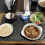 8月6日金曜日、Ohana朝食「鶏肉と大根のさぱり煮、水菜サラダ、プチトマト、ヨーグルト」