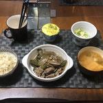 11月12日木曜日、Ohana夕食「豚肉とピーマンとごぼう炒め、みそ汁(ねぎ、とうふ)、白菜ときゅうりの酢の物、ヨーグルト」