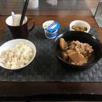 5月24日月曜日、Ohana朝食「鶏肉と大根のさっぱり煮、もやしと油揚げのカレー酢和え、ヨーグルト」