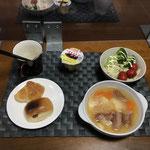 9月25日土曜日、Ohana朝食「ポトフ、ポテトサラダ、茹でブロッコリー、ミニクロワッサン、ソーセージパン、プリン」