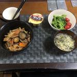 2月28日日曜日、Ohana夕食「野菜たっぷりのカルビ丼(玉ねぎ、人参、茄子、もやし、ねぎ)、菜の花のマヨ醤油和え、プチトマト、、たまごスープ、プリン」