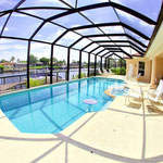Die komplette Poolarea umfasst  250 m². Meridian