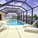 Die Terrasse ist mit einem so genannten Screen (Mückenschutz) umgeben. Somit können Sie auch des Nachts die herrlichen Temperaturen Floridas ungestört geniessen.