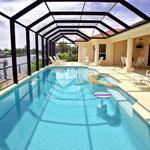 Pool / Lanai, Eine zusätzliche Außendusche / Gäste-WC ( Links) Meridian