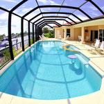 Unser 75 m² grosses Pool  lädt zum Schwimmen, Planschen und Verweilen ein. Der Pool kann wahlweise solar- oder elektrisch beheizt werden. Meridian