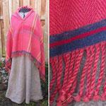 Leichtes kleines Manteltuch, die moderne Kiltnadel ist nur ein Platzhalter für den wunderbaren Schmuck der Kelten