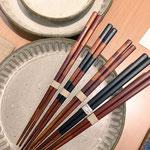 2015新作。拭き漆の箸。しましま以外にシンプルな塗り分けもあります。