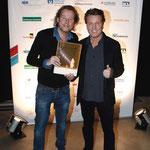 Bernd Dopp und Benedikt Lökes mit dem Sonderpreis der IHM für Warner Music Central Europe