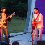 "Le duo guitaristes-chanteurs ""Angry Beards"""