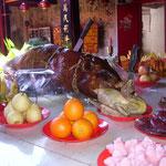 Singaraja chinesischer Tempel Opfergaben