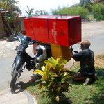 How to transport a fridge on a motorbike.. he knows how to do it...