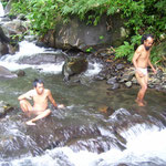 Bad im Fluss - bathing in the creek