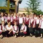 2006 nos choristes à Saint Hilaire de Brethmas; une pensée au photographe, décédé une semaine après...