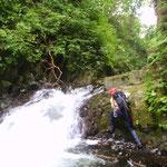 大きな滝はないが、釜付きの滝がいくつか出てくる。