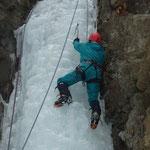 2/15札幌近郊の定山柱 いつも指導してくれるH川さんの安定的した登り。