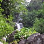 二股の滝 左股の左岸に巻道がある。(上の二股としてる記録もある。)
