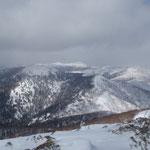 山頂より日勝峠方向を望む。