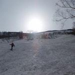 よく締まった雪面を進む。