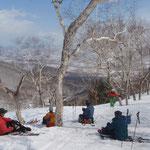 しっかりと春スキー。眼下に十勝平野が見える。