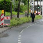 Zu einfach gemacht, sehr oft werden Notwege für Fußgänger nicht eingerichtet!