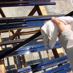 外した縁はタオルで綺麗に水拭きします