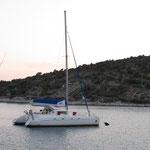 Bahia 46 PINK PENGUIN in der Bucht von Sesula in Kroatien
