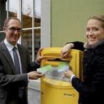 Regierungsrat Christian Rathgeb und Fabienne Brigger (my little SISTER), Programmleiterin Psychische Gesundheit, starten die Kampagne.