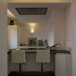 Küche mit kleinem Thekenbereich