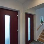 Treppenaufgang mit Haustür