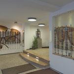 Eingangsbereich mit Sonnenbrillen