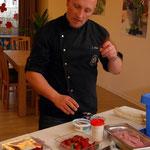 Küchenchef, John Slump, beim 1. Kochkurs
