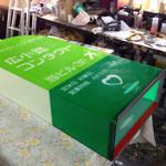 新規で作り直した看板のアクリルBOX(電飾用フィルムを正面へはった状態)