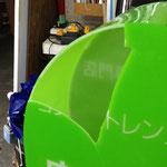 破損した看板のアクリルBOX