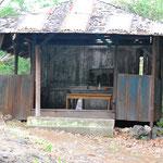 ハワイ日蓮宗はじまりの地 パハラ地区の墓地内 お堂