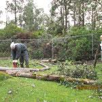 ハリケーンで被害を受けたメンバー宅の清掃