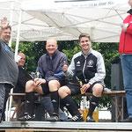 Sportkamerade aus SVRgg Marburg  Thomas Czada und Markus Bengelsdorff mit Michael Blaschke