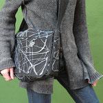 Schlappklappentasche: Denim mit Polyurethanbeschichtung