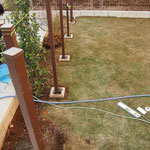 フェンス仕上がり高さに合わせて柱を固定
