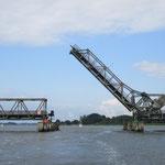 Die Brücke bei Lindaunis öffnet verspätet um 08:59 statt um 08:45 - © Chiara